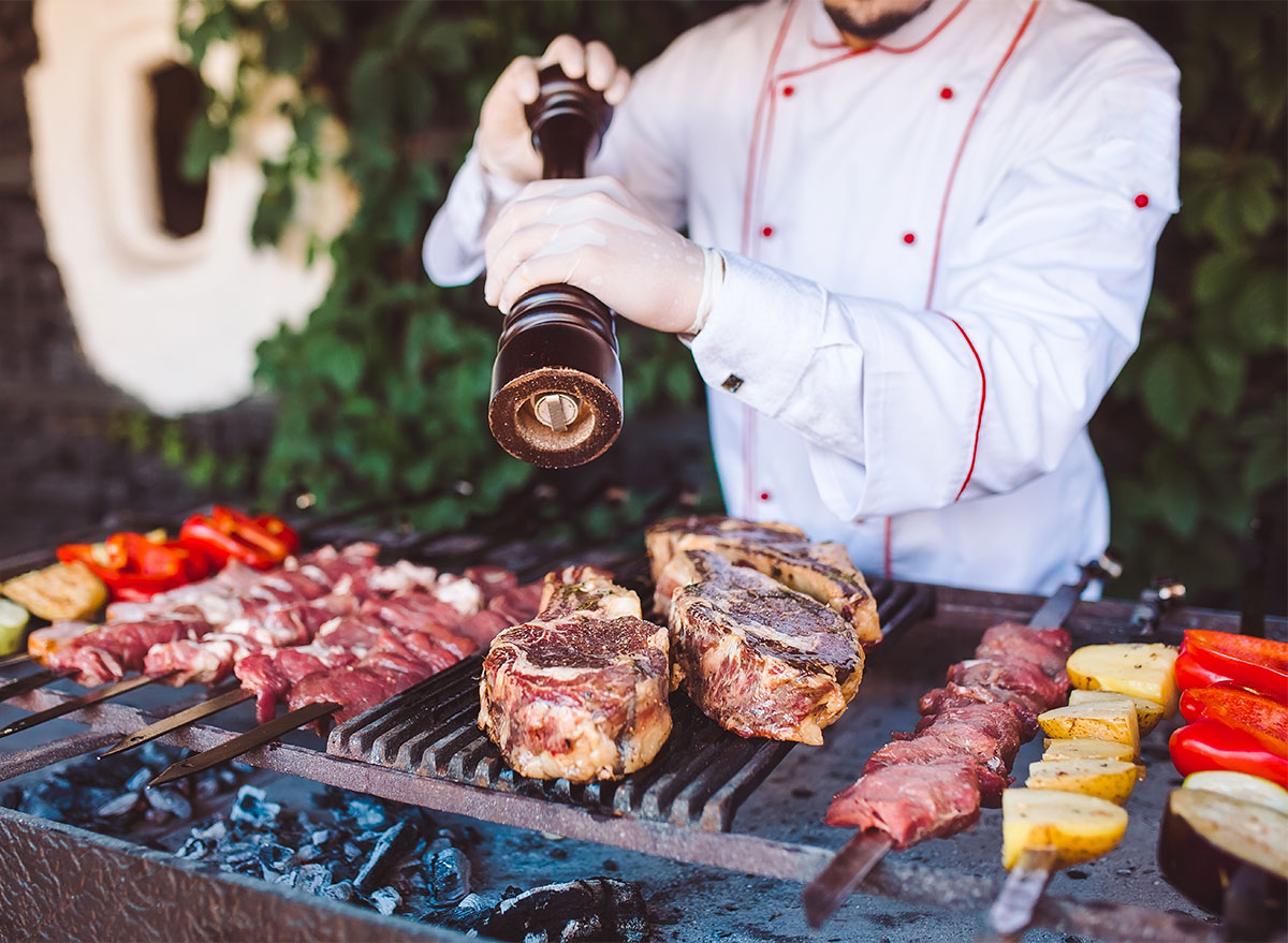5 tips from BBQ Master for 'grilling' when you don't have a grill