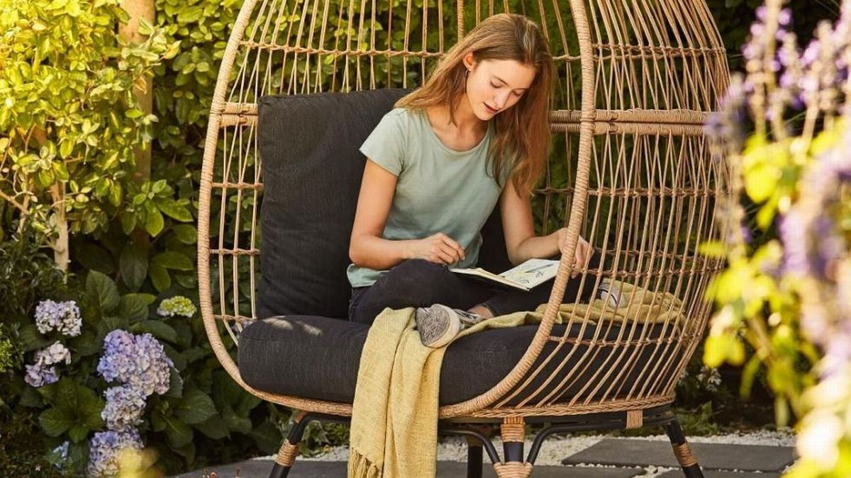 B&Q Are Selling A Rattan-effect Egg Chair! Check the Details