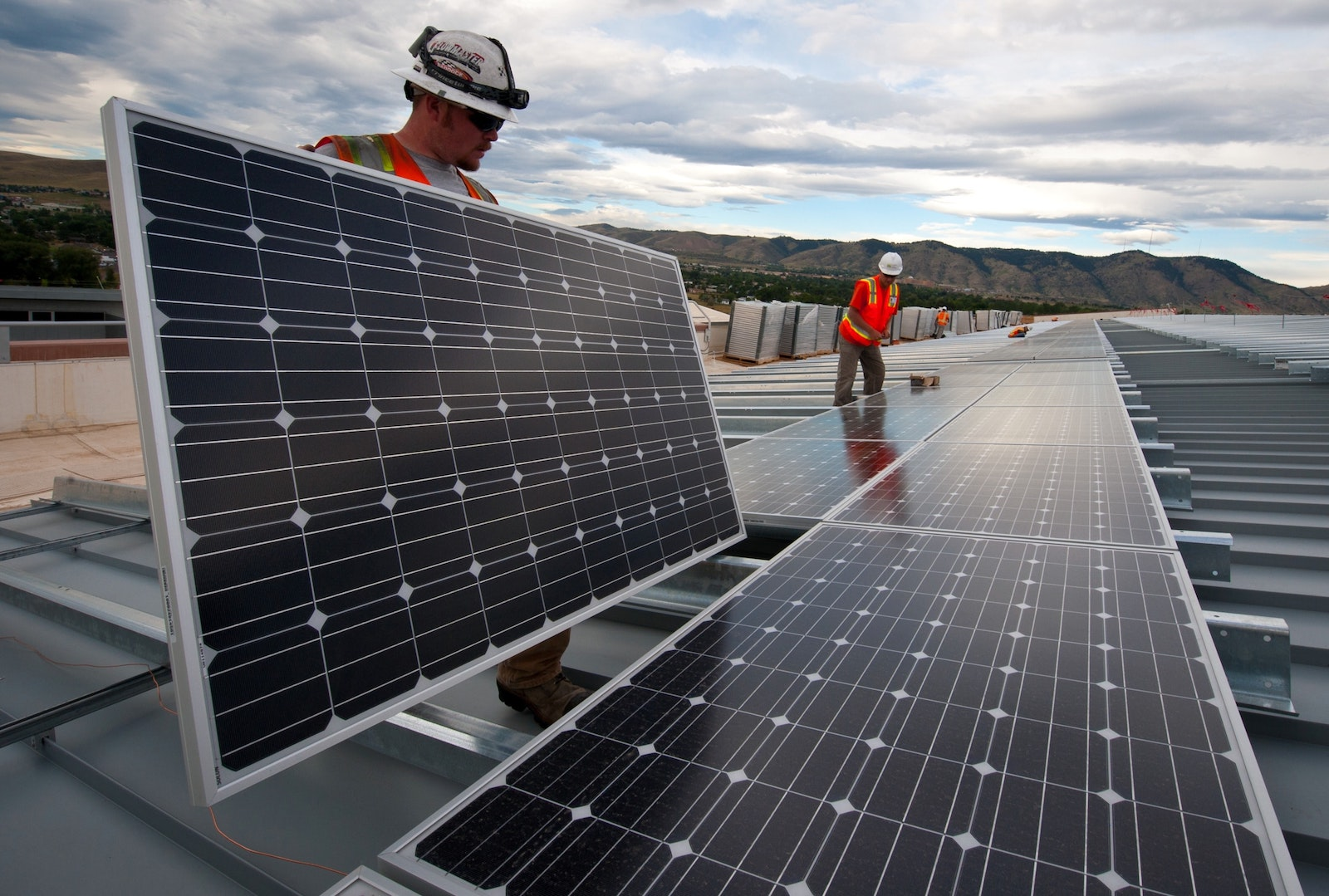 How Long Do Solar Panels Last? The Typical Lifespan